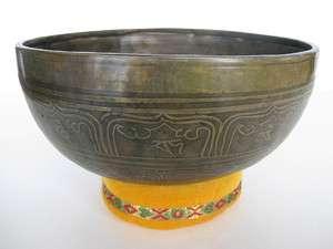 Tibetan Singing Bowl ~ 8.75 E, Om prayer, long sustain