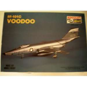 RF 101C VOODOO Fighter Airplane Aircraft Model Kit    1/72