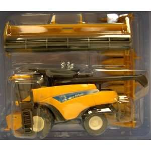Combine CR 9080 w/2 heads 09 Farm Progress 1:64 Scale: Toys & Games