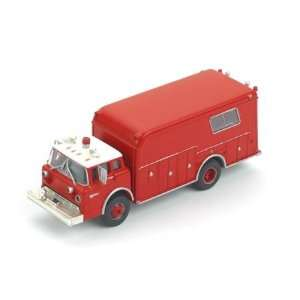HO RTR Ford Fire Rescue, Red w/White Roof Toys & Games