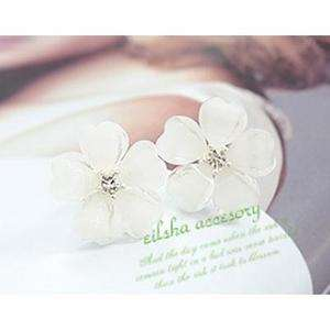 Beautiful Korean Girl White Camellia Flower Earring Ear Stud Pin E20